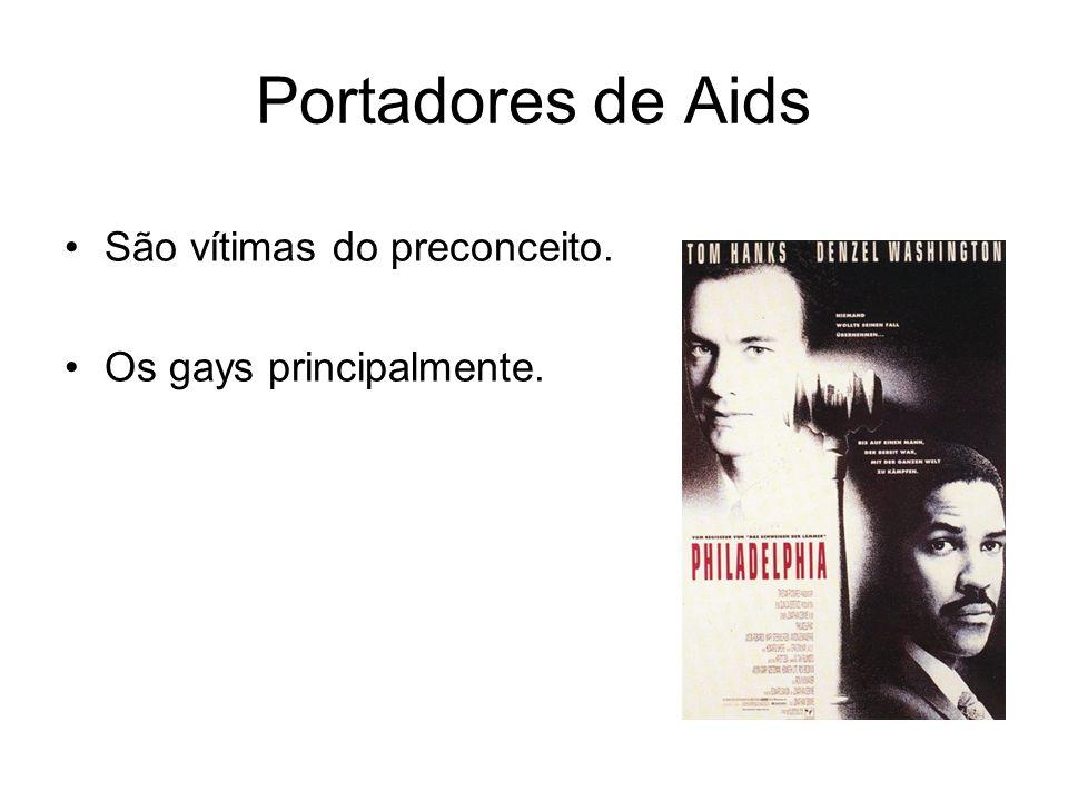 Portadores de Aids São vítimas do preconceito. Os gays principalmente.