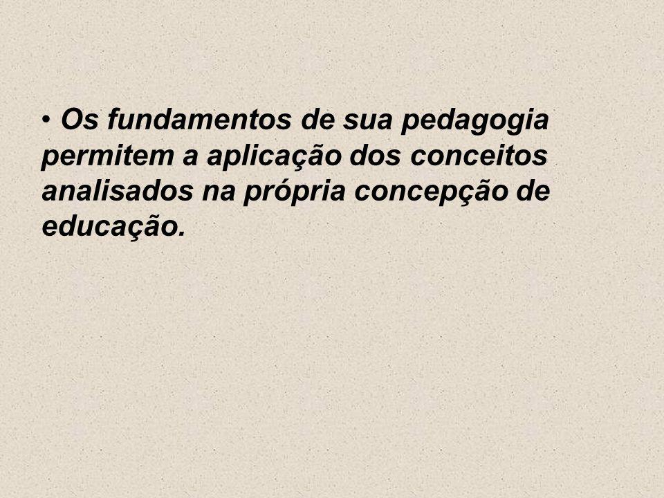 Seu método pretende superar a dicotomia entre teoria e prática. Críticas Paulo Freire é recriminado pelos católicos de conservadores. Alguns o critica