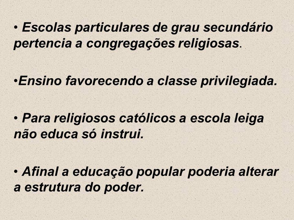 Divergências com a critica dos escolanovistas sobre a descentralização do ensino. Carlos Lacerda desloca a discussão para o aspecto de liberdade de en