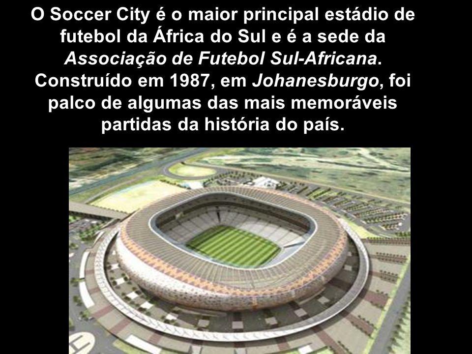 O Soccer City é o maior principal estádio de futebol da África do Sul e é a sede da Associação de Futebol Sul-Africana. Construído em 1987, em Johanes