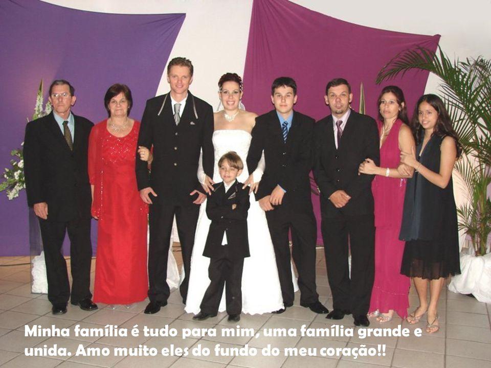 Família Minha família é tudo para mim, uma família grande e unida. Amo muito eles do fundo do meu coração!!