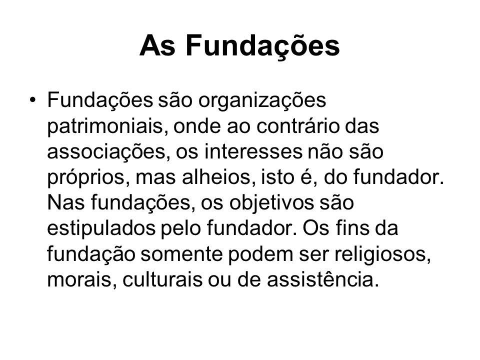 As Fundações Fundações são organizações patrimoniais, onde ao contrário das associações, os interesses não são próprios, mas alheios, isto é, do funda