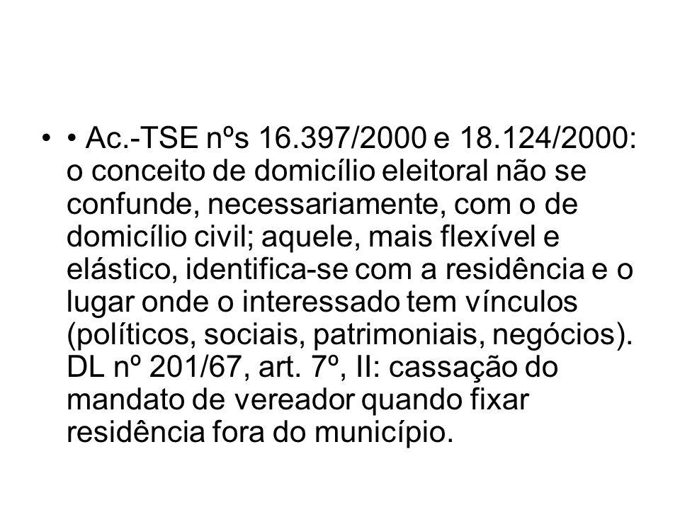 Ac.-TSE nºs 16.397/2000 e 18.124/2000: o conceito de domicílio eleitoral não se confunde, necessariamente, com o de domicílio civil; aquele, mais flex
