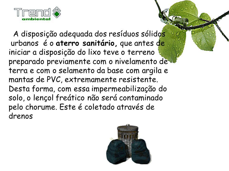 A disposição adequada dos resíduos sólidos urbanos é o aterro sanitário, que antes de iniciar a disposição do lixo teve o terreno preparado previament