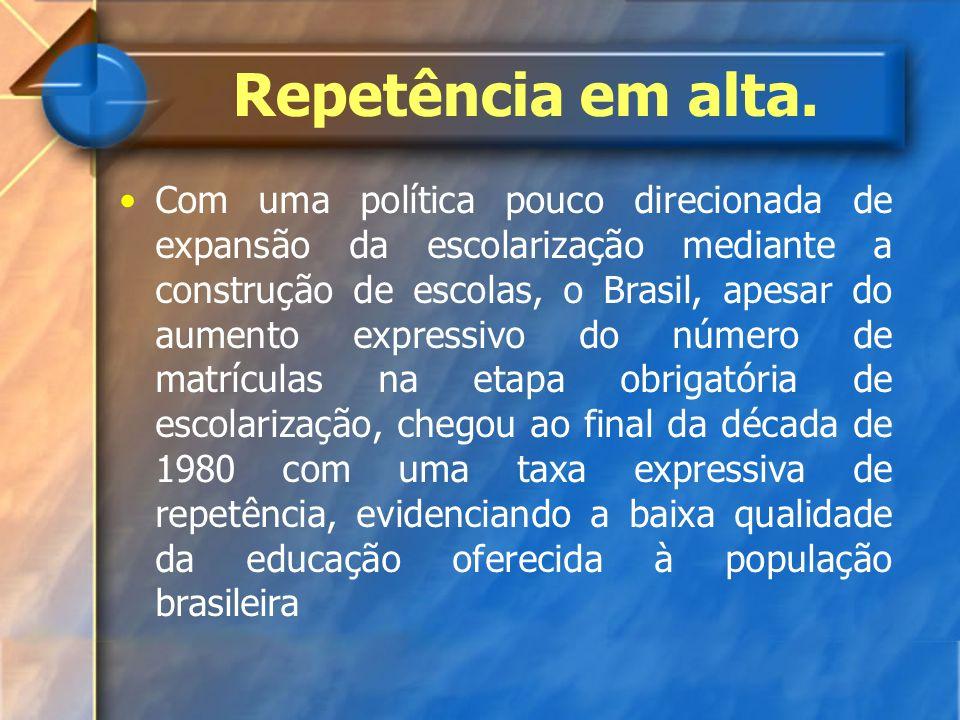 Repetência em alta. Com uma política pouco direcionada de expansão da escolarização mediante a construção de escolas, o Brasil, apesar do aumento expr