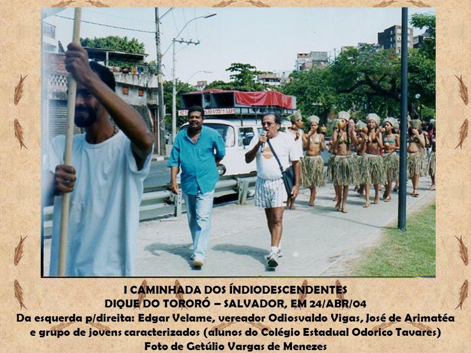 I CAMINHADA DOS ÍNDIODESCENDENTES DIQUE DO TORORÓ – SALVADOR, EM 24/ABR/04 Da esquerda p/direita: Edgar Velame, vereador Odiosvaldo Vigas, José de Ari