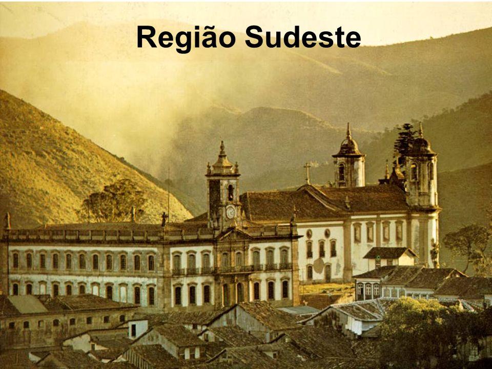 A época da intensa mi- neração de Ouro em Minas Gerais, coincidiu com o desenvolvimento de um estilo de arte chamado Barroco.