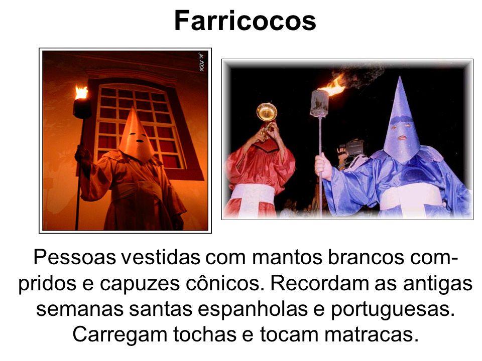 Farricocos Pessoas vestidas com mantos brancos com- pridos e capuzes cônicos. Recordam as antigas semanas santas espanholas e portuguesas. Carregam to