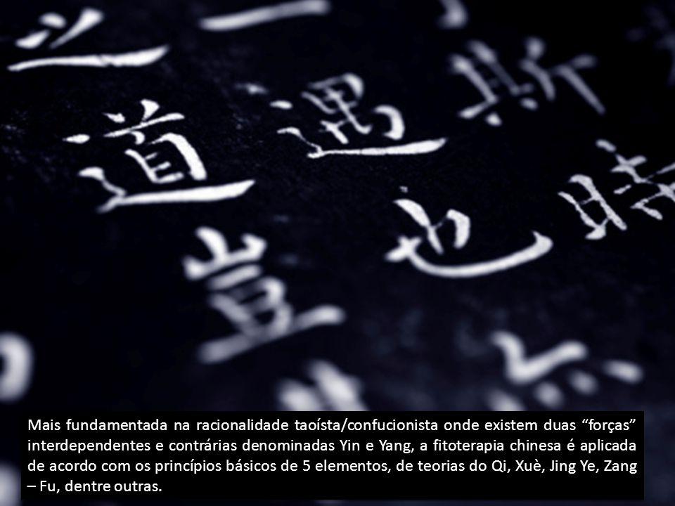 Mais fundamentada na racionalidade taoísta/confucionista onde existem duas forças interdependentes e contrárias denominadas Yin e Yang, a fitoterapia chinesa é aplicada de acordo com os princípios básicos de 5 elementos, de teorias do Qi, Xuè, Jing Ye, Zang – Fu, dentre outras.