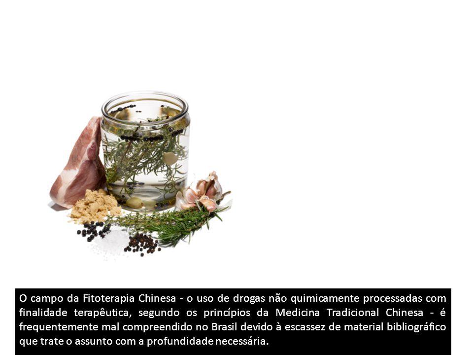 O campo da Fitoterapia Chinesa - o uso de drogas não quimicamente processadas com finalidade terapêutica, segundo os princípios da Medicina Tradicional Chinesa - é frequentemente mal compreendido no Brasil devido à escassez de material bibliográfico que trate o assunto com a profundidade necessária.