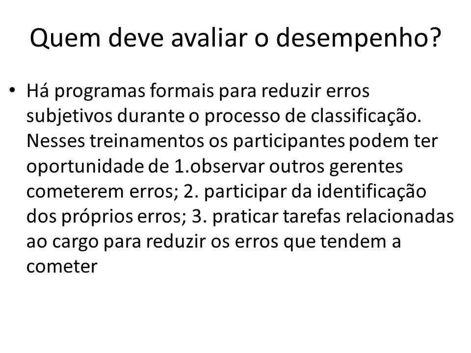 Quem deve avaliar o desempenho? Há programas formais para reduzir erros subjetivos durante o processo de classificação. Nesses treinamentos os partici