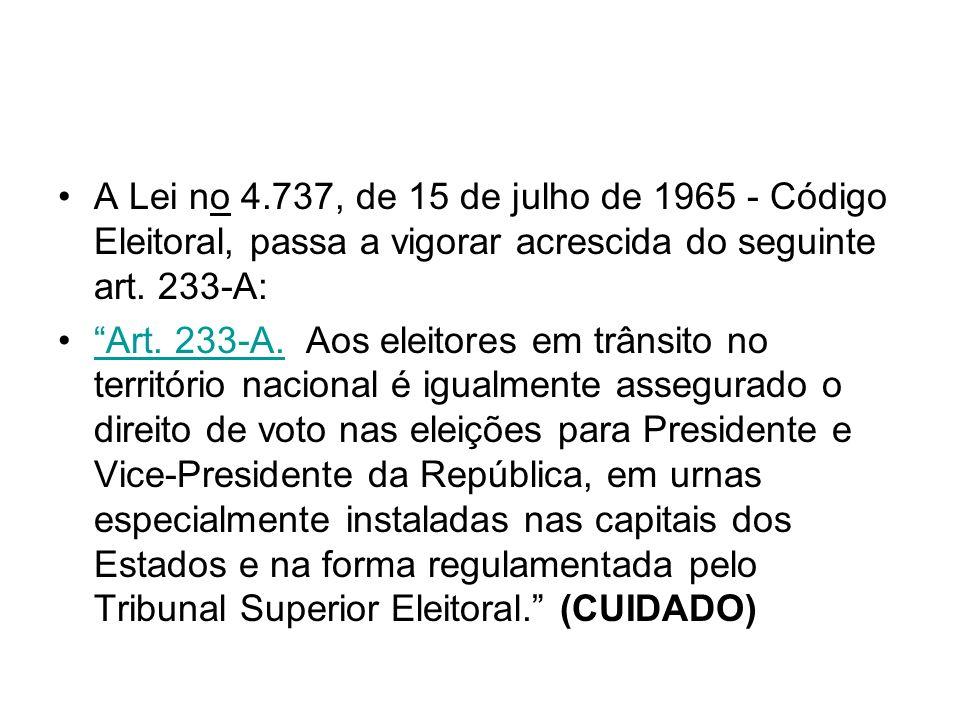 A Lei no 4.737, de 15 de julho de 1965 - Código Eleitoral, passa a vigorar acrescida do seguinte art. 233-A: Art. 233-A. Aos eleitores em trânsito no