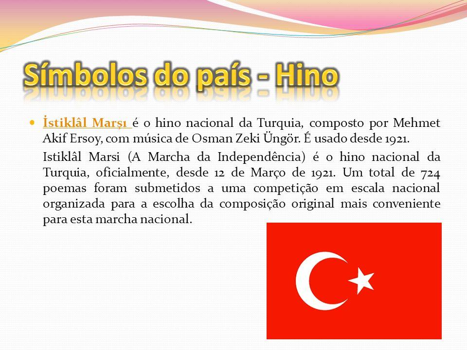 A Bandeira nacional da Turquia é composta por uma lua crescente e uma estrela num fundo vermelho.