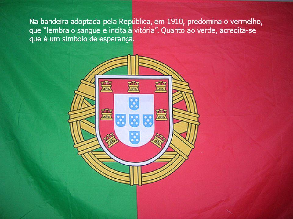 Na bandeira adoptada pela República, em 1910, predomina o vermelho, que lembra o sangue e incita à vitória. Quanto ao verde, acredita-se que é um símb