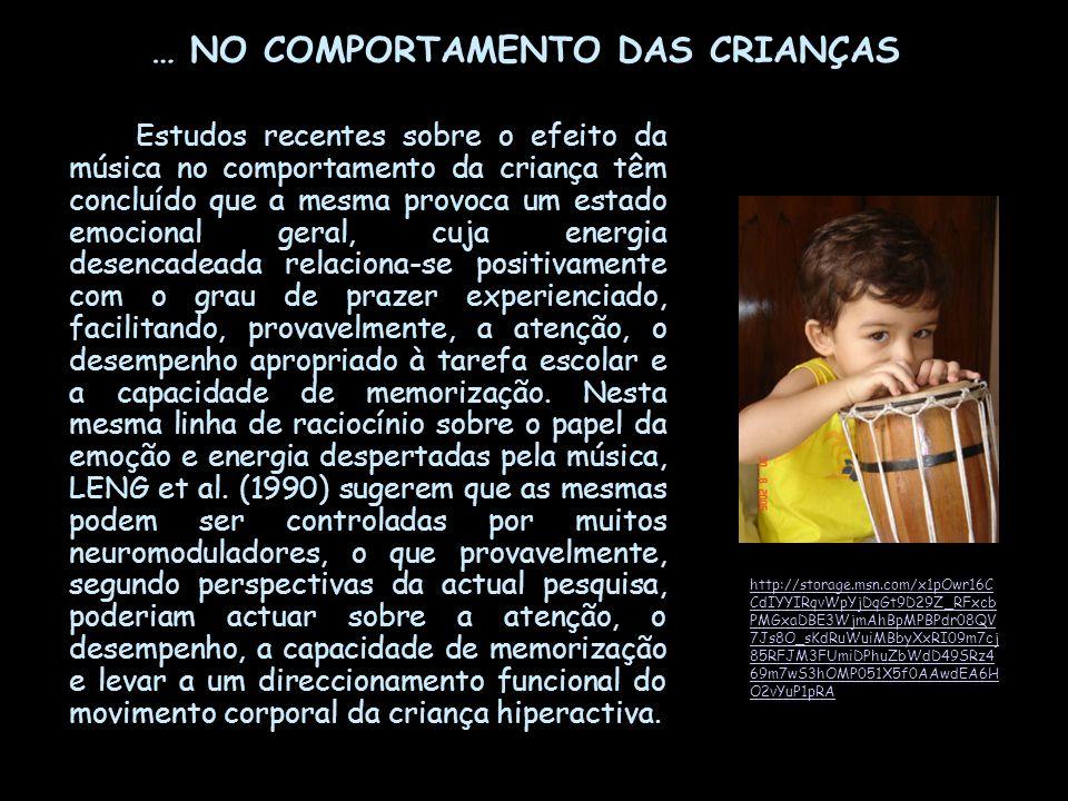 … NO COMPORTAMENTO DAS CRIANÇAS Estudos recentes sobre o efeito da música no comportamento da criança têm concluído que a mesma provoca um estado emoc