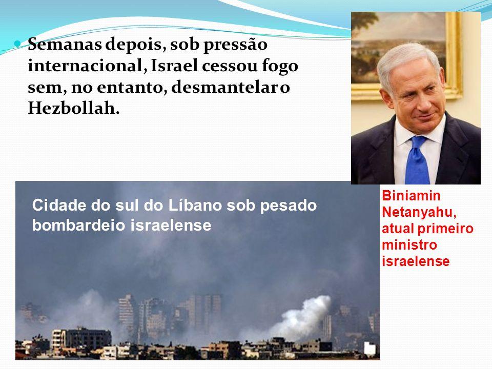 Semanas depois, sob pressão internacional, Israel cessou fogo sem, no entanto, desmantelar o Hezbollah. Cidade do sul do Líbano sob pesado bombardeio