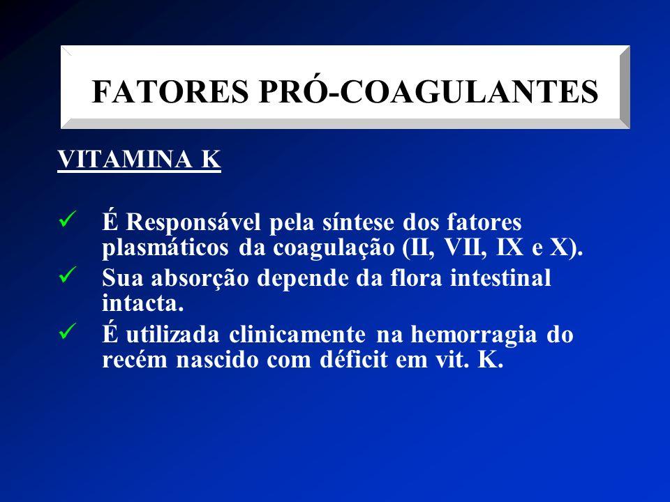 VITAMINA K É Responsável pela síntese dos fatores plasmáticos da coagulação (II, VII, IX e X). Sua absorção depende da flora intestinal intacta. É uti