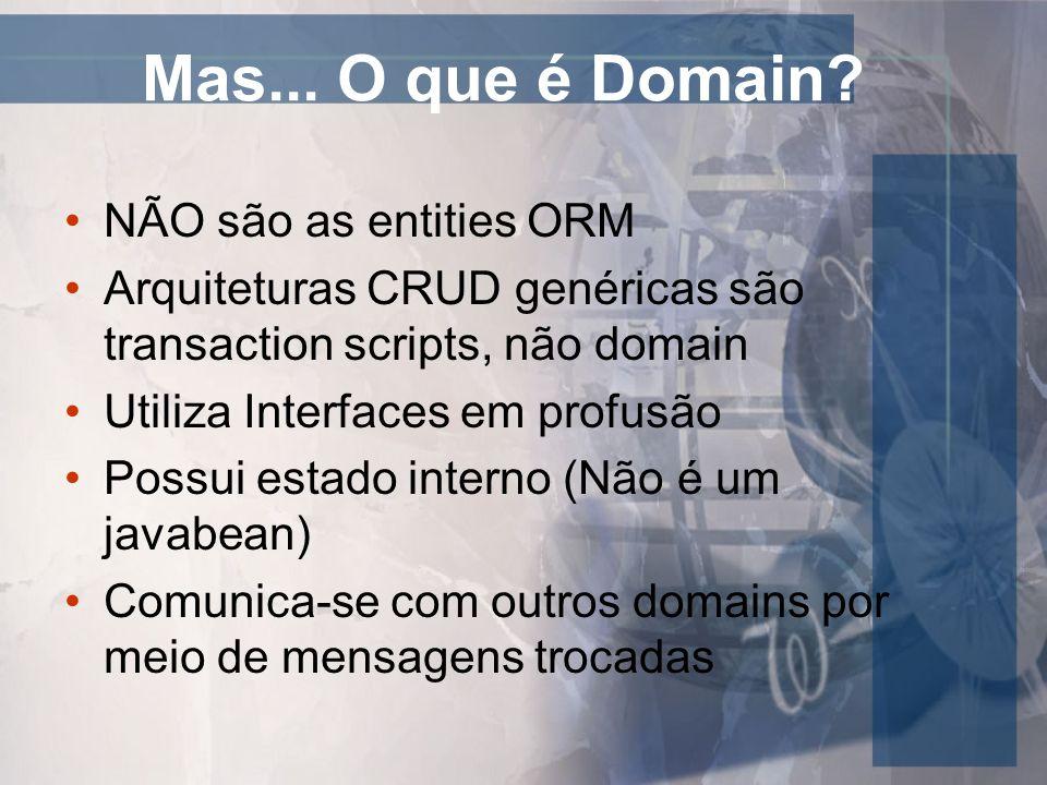 Mas... O que é Domain? NÃO são as entities ORM Arquiteturas CRUD genéricas são transaction scripts, não domain Utiliza Interfaces em profusão Possui e
