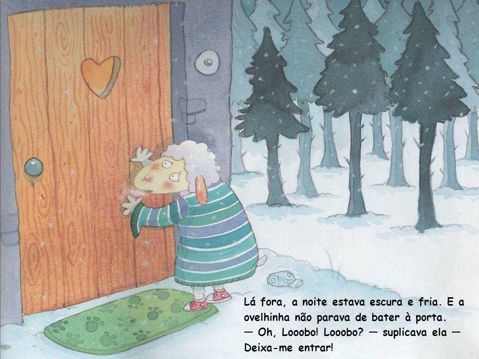 Lá fora, a noite estava escura e fria. E a ovelhinha não parava de bater à porta.
