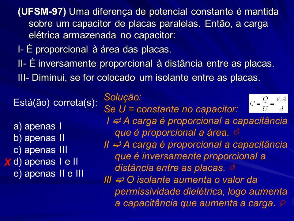 (UFSM-97) Uma diferença de potencial constante é mantida sobre um capacitor de placas paralelas. Então, a carga elétrica armazenada no capacitor: I- É