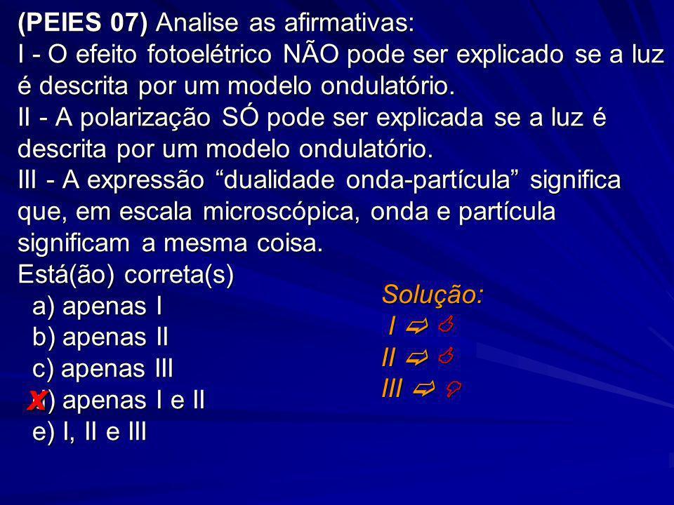 (PEIES 07) Analise as afirmativas: I - O efeito fotoelétrico NÃO pode ser explicado se a luz é descrita por um modelo ondulatório. II - A polarização