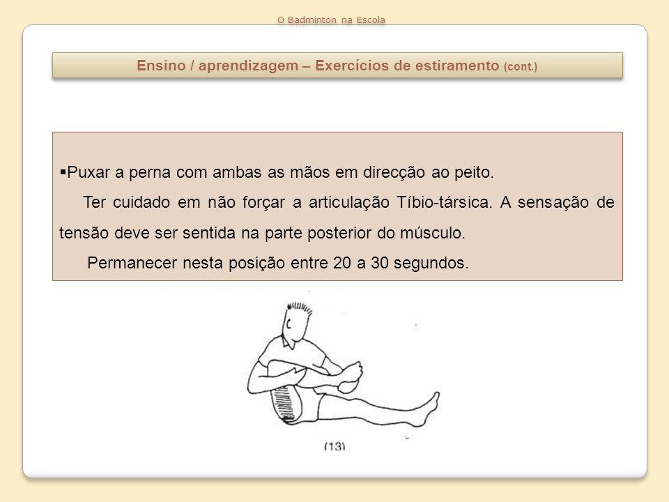 Ensino / aprendizagem – Exercícios de estiramento (cont.) O Badminton na Escola Estender ao máximo a perna de trás, deixando cair o corpo para a frente avançando a bacia.
