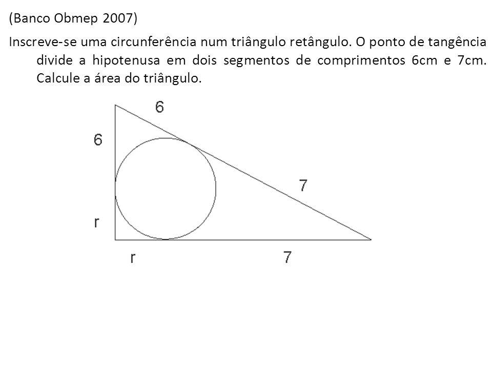 (Banco Obmep 2007) Inscreve-se uma circunferência num triângulo retângulo. O ponto de tangência divide a hipotenusa em dois segmentos de comprimentos