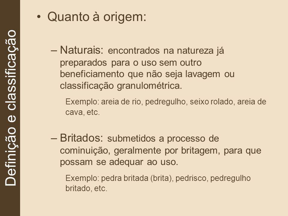 Quanto à origem: –Naturais: encontrados na natureza já preparados para o uso sem outro beneficiamento que não seja lavagem ou classificação granulomét