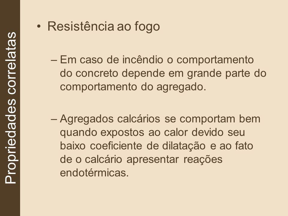 Resistência ao fogo –Em caso de incêndio o comportamento do concreto depende em grande parte do comportamento do agregado. –Agregados calcários se com