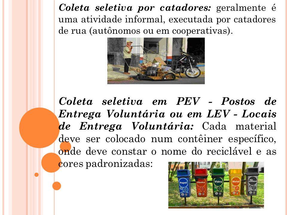 Coleta seletiva por catadores: geralmente é uma atividade informal, executada por catadores de rua (autônomos ou em cooperativas). Coleta seletiva em