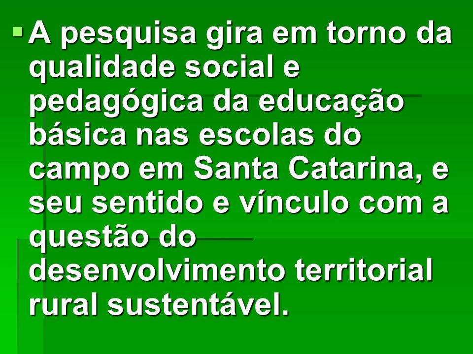 A pesquisa gira em torno da qualidade social e pedagógica da educação básica nas escolas do campo em Santa Catarina, e seu sentido e vínculo com a que