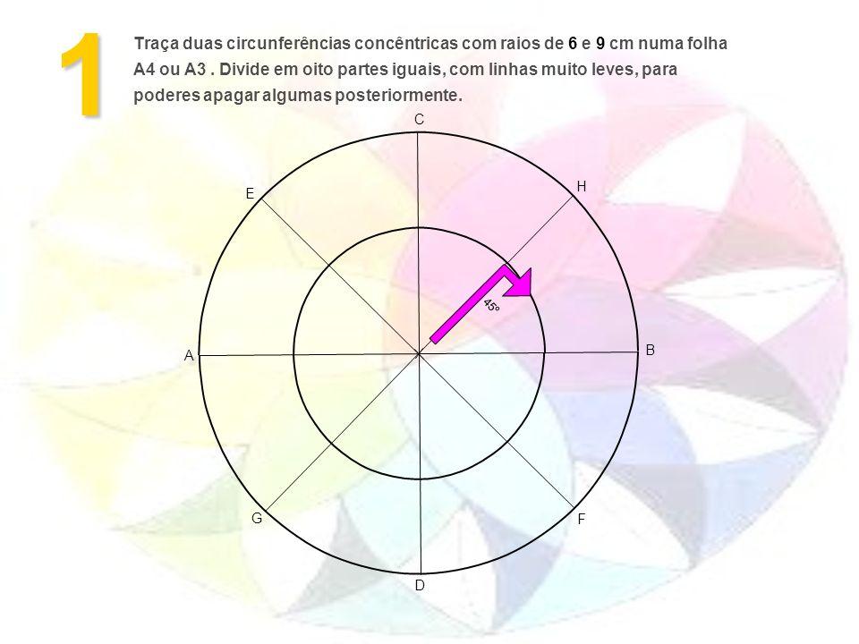 Traça duas circunferências concêntricas com raios de 6 e 9 cm numa folha A4 ou A3. Divide em oito partes iguais, com linhas muito leves, para poderes
