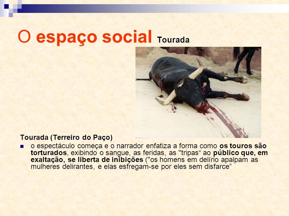 Tourada (Terreiro do Paço) o espectáculo começa e o narrador enfatiza a forma como os touros são torturados, exibindo o sangue, as feridas, as
