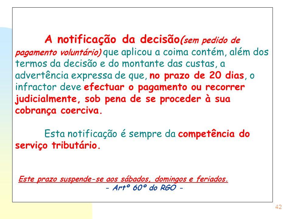 42 A notificação da decisão ( sem pedido de pagamento voluntário) que aplicou a coima contém, além dos termos da decisão e do montante das custas, a a