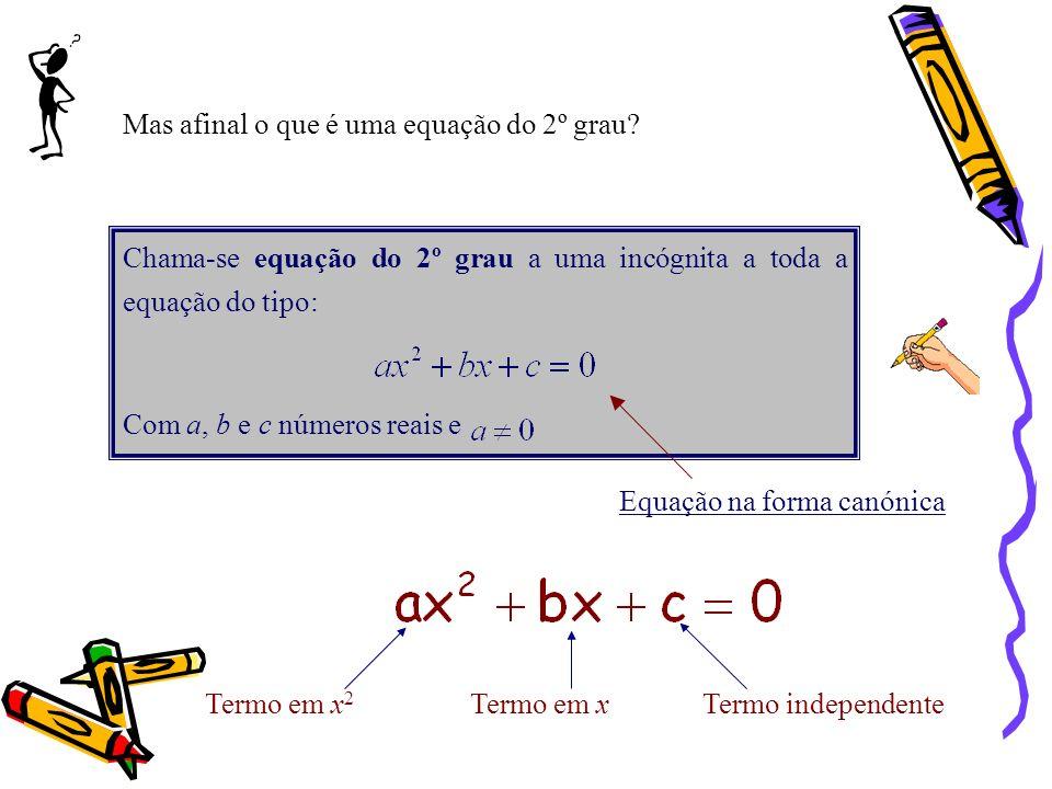 Chama-se equação do 2º grau a uma incógnita a toda a equação do tipo: Com a, b e c números reais e Equação na forma canónica Termo em x 2 Termo em xTermo independente Mas afinal o que é uma equação do 2º grau?