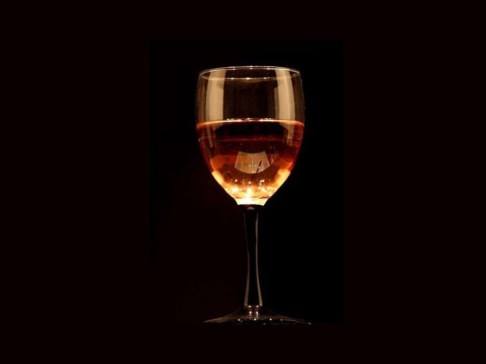 O vinho consola os tristes, rejuvenesce os velhos, inspira os jovens e alivia os deprimidos do peso das suas preocupações. Lord Byron