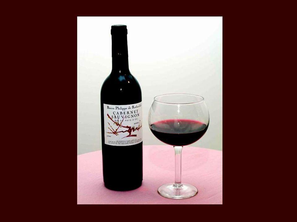 Deus fez a água para o triste e fez o vinho para o alegre. Antoine Désaugiers