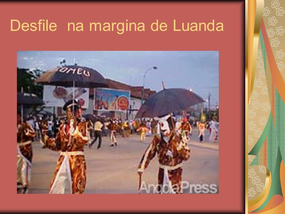 Desfile na margina de Luanda