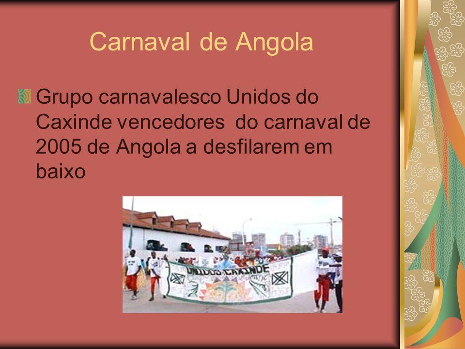 Carnaval de Angola Grupo carnavalesco Unidos do Caxinde vencedores do carnaval de 2005 de Angola a desfilarem em baixo