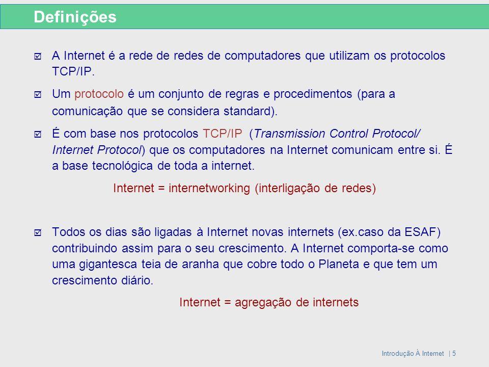 Introdução À Internet | 6 Endereços IP Identificação de um computador na Internet Endereço IP Número de telefone Em geral: a cada computador ou máquina na Internet corresponde um único endereço IP Os endereços IP são constituídos por 4 números separados por pontos.