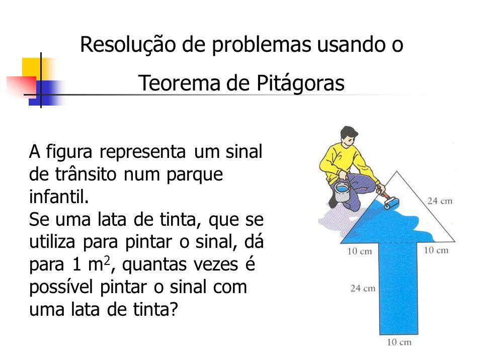 Resolução de problemas usando o Teorema de Pitágoras A figura representa um sinal de trânsito num parque infantil. Se uma lata de tinta, que se utiliz