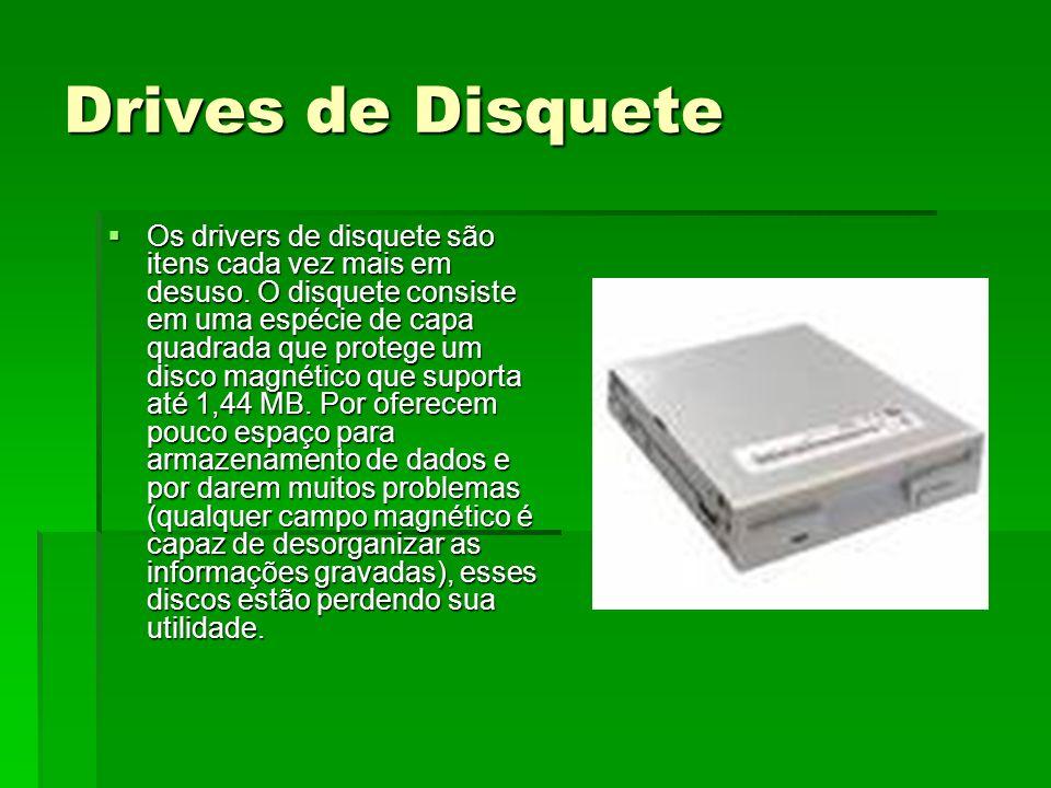 Drives de Disquete Os drivers de disquete são itens cada vez mais em desuso. O disquete consiste em uma espécie de capa quadrada que protege um disco