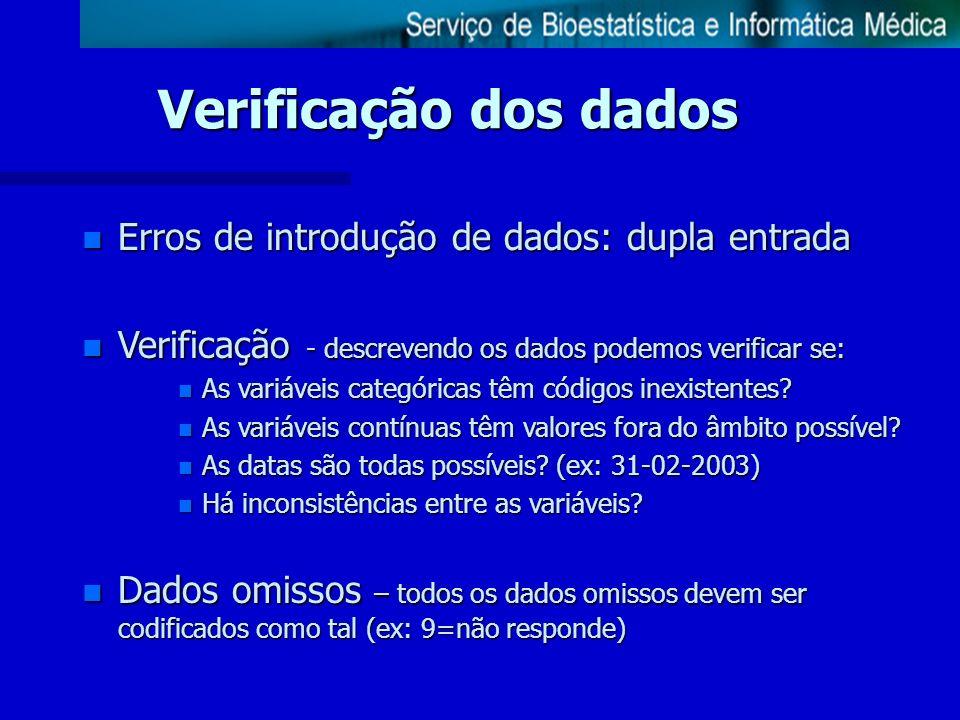Verificação dos dados n Erros de introdução de dados: dupla entrada n Verificação - descrevendo os dados podemos verificar se: n As variáveis categóri