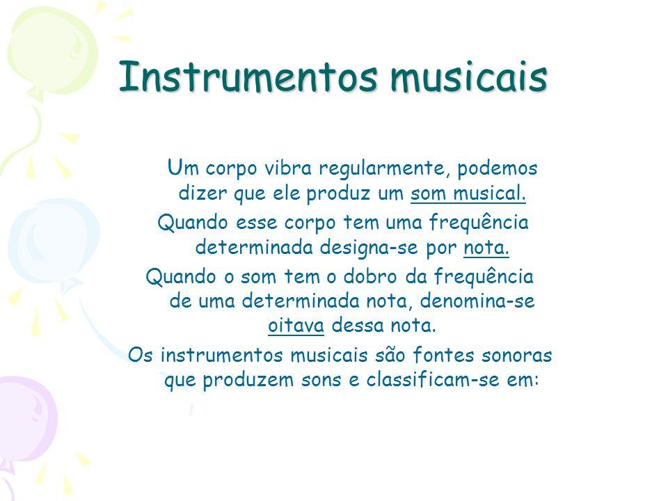 Instrumentos musicais U m corpo vibra regularmente, podemos dizer que ele produz um som musical. Quando esse corpo tem uma frequência determinada desi