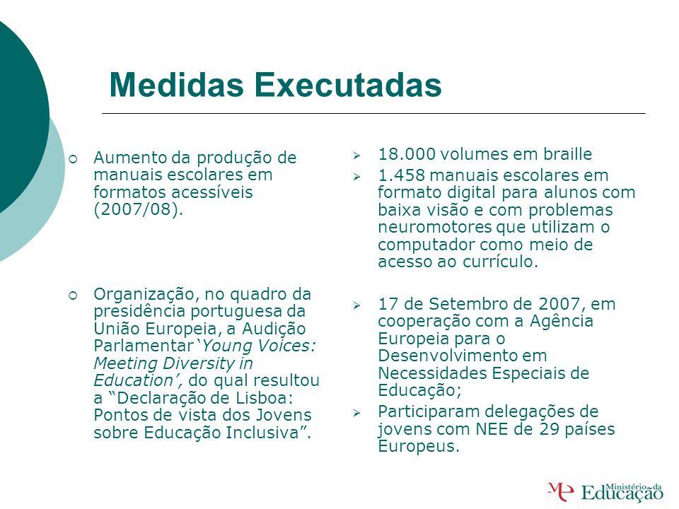 Medidas Executadas Aumento do número de técnicos especializados (2007/08). Criação de 13 Centros de Recursos TIC para a Educação Especial. Elaboração
