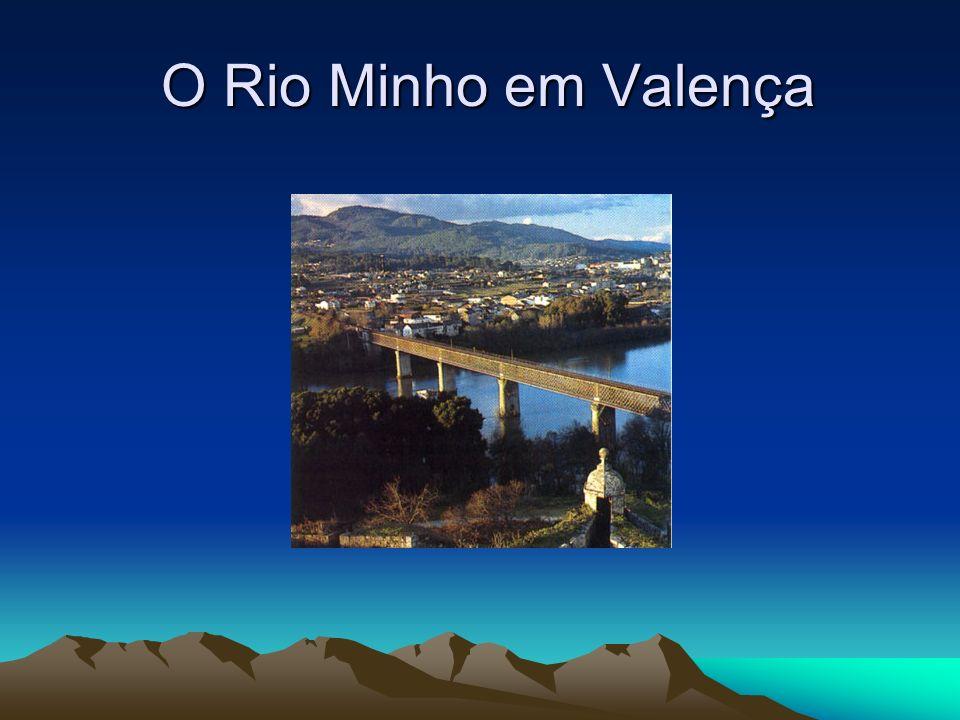 Rio Tejo Serve de fronteira a este entre Portugal e Espanha; Nasce na Serra de Albarracin em Espanha; Passa pelas cidades portuguesas de Vila Velha de Ródão, Abrantes, Santarém e Lisboa; Perto de Abrantes, existe uma pequena ilha no rio com um castelo - Castelo de Almourol; Desagua perto de Lisboa.