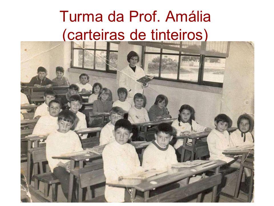 Turma da Prof. Amália (carteiras de tinteiros)