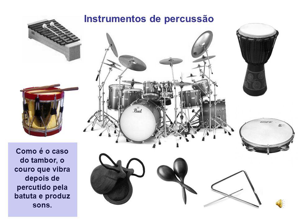 Instrumentos de corda Como é o caso da viola, as cordas tangidas vibram e produzem sons. Quando se coloca o dedo a meio da corda o comprimento da part