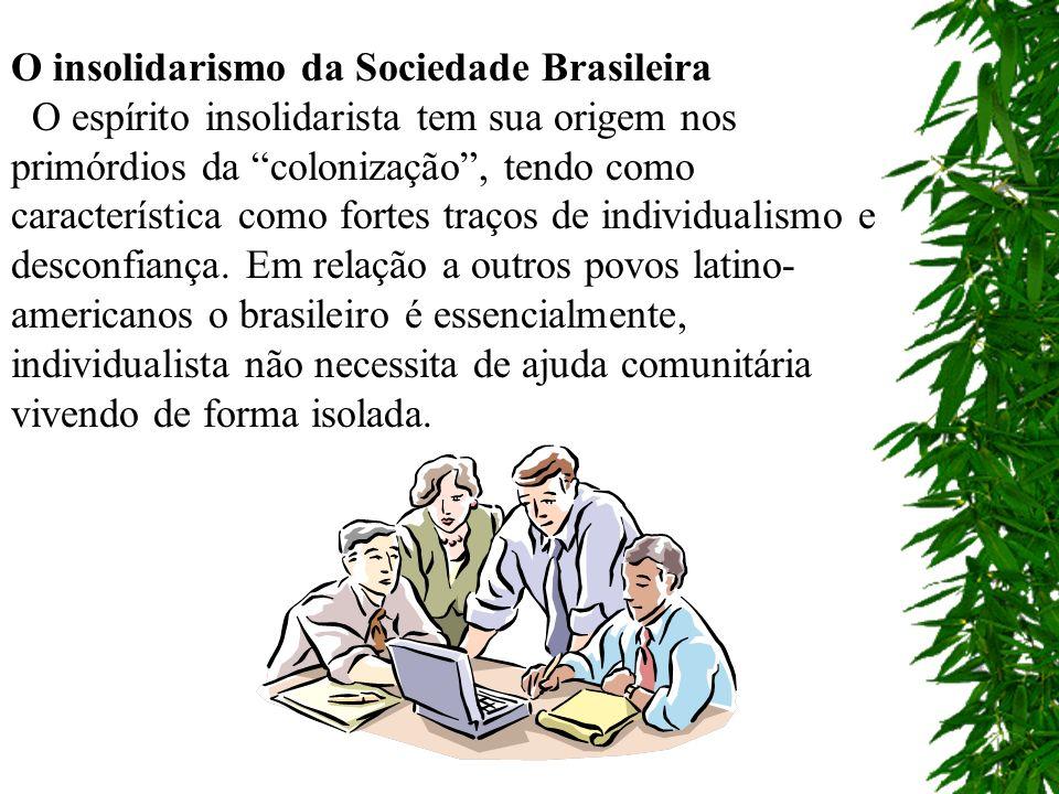 A formação social e econômica é extremada individualismo familiar que prevalece.