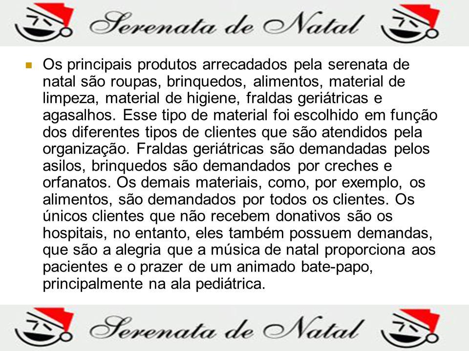 Os principais produtos arrecadados pela serenata de natal são roupas, brinquedos, alimentos, material de limpeza, material de higiene, fraldas geriátr